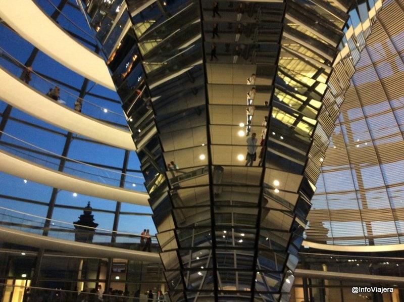 berlin_cupula_bundestag_mirador_noche_visita_parlamento