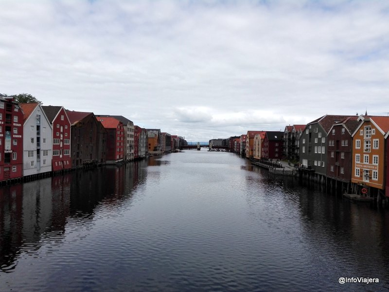 Trondheim_Barrio_Antiguo_Casas_Madera_Agua