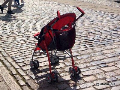 bebe_viajar_ninos_carrito_paraguas_londres