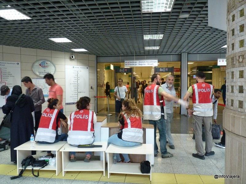 estambul_metro_aeropuerto_asia_policia_revisando_ingresar