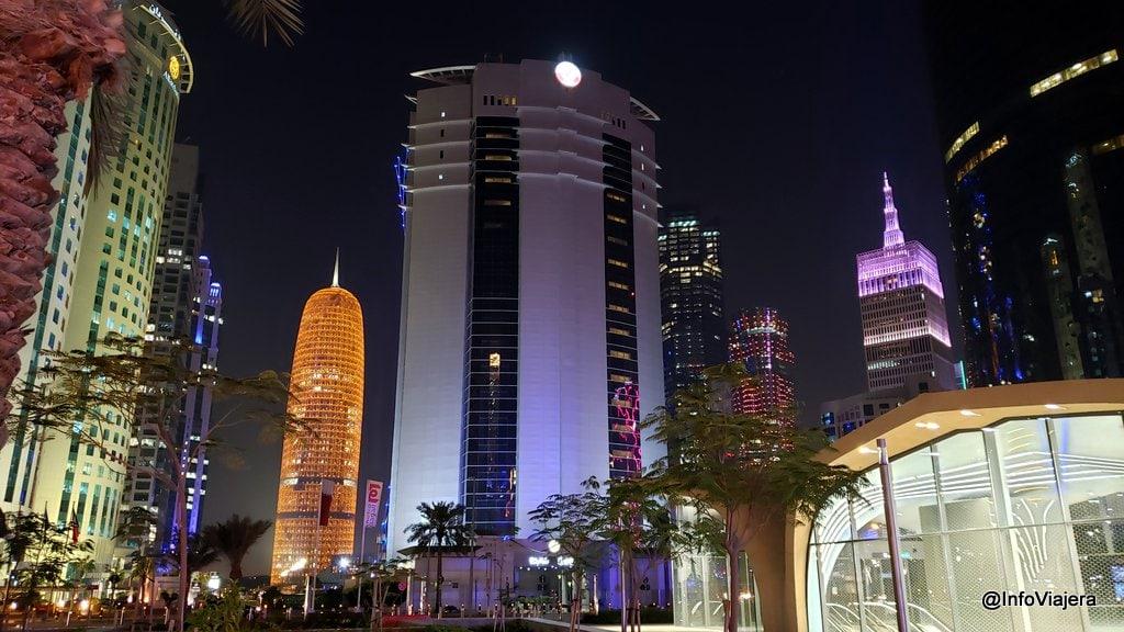 Qatar Doha Edificios a la Noche